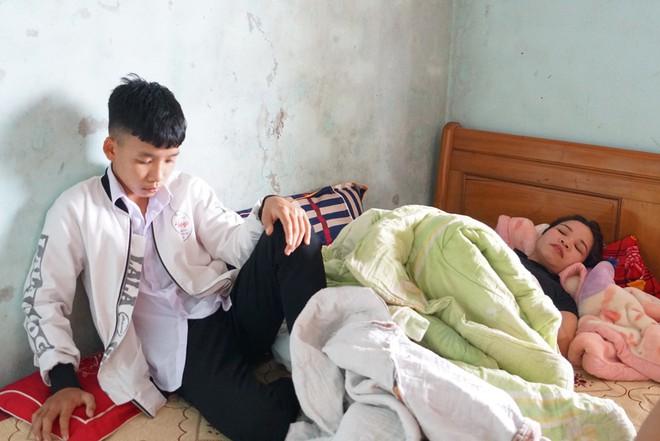 Chị Hoa nằm liệt giường từ khi nghe tin chồng và người thân tử nạn