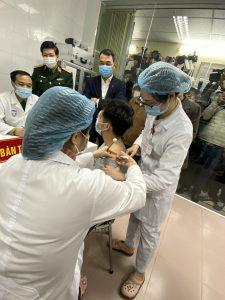 Sức khỏe 3 tình nguyện viên tiêm vắc xin Covid-19 hoàn toàn bình thường